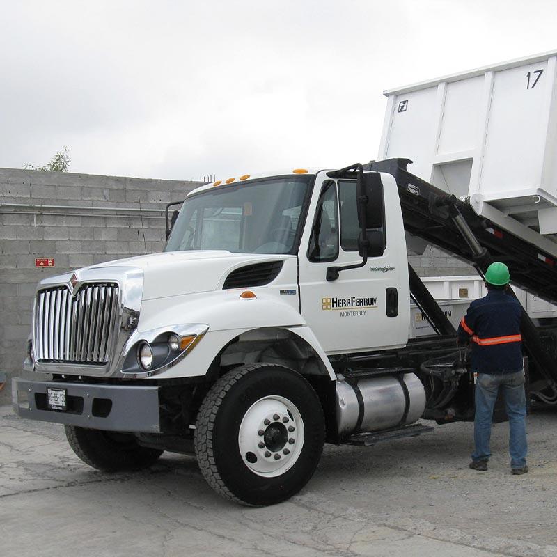 Camiones Roll-Off, Grúas y Contenedores